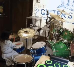 4歳のドラムレッスン