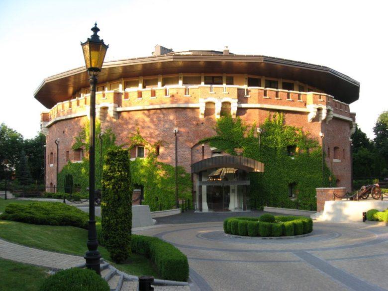 Wieża II jako luksusowy hotel Citadell Inn
