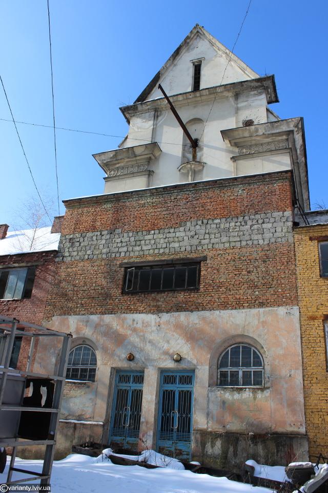 Obecny wygląd frontonu kościoła