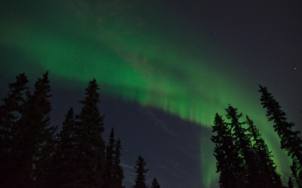This was the most active I saw the northern lights this evening. Too bad everything moved south after this.
