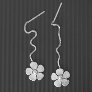 Daisy Snake Earrings
