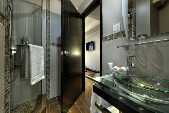 Le Petit Bathroom