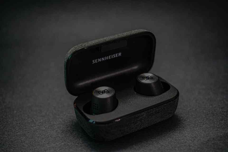 sennheiser momentum true wireless 2 earbuds 2020 lxry 1