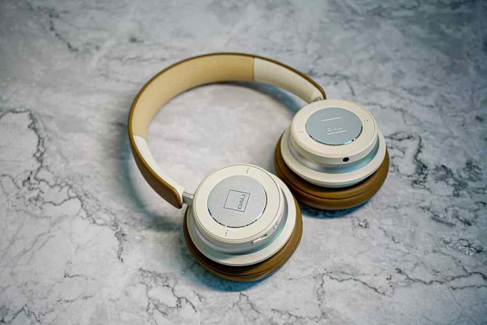 dali io 6 premium hi fi headphones lxry 2021 05