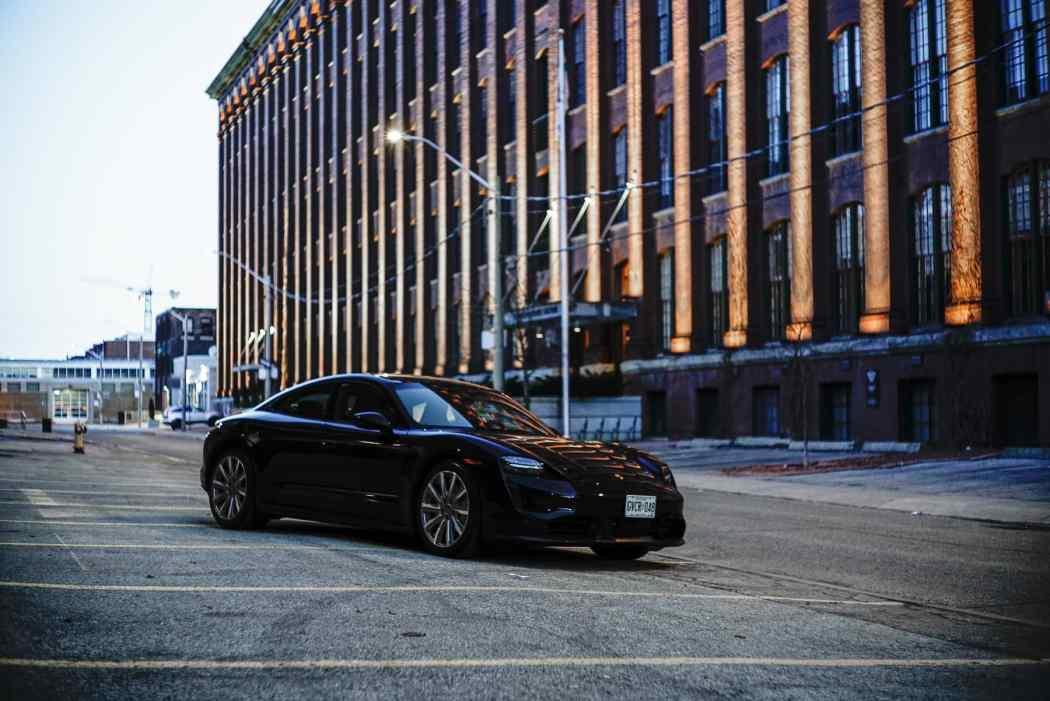 2021-Porsche-Taycan-Electric-Sports-Car–1