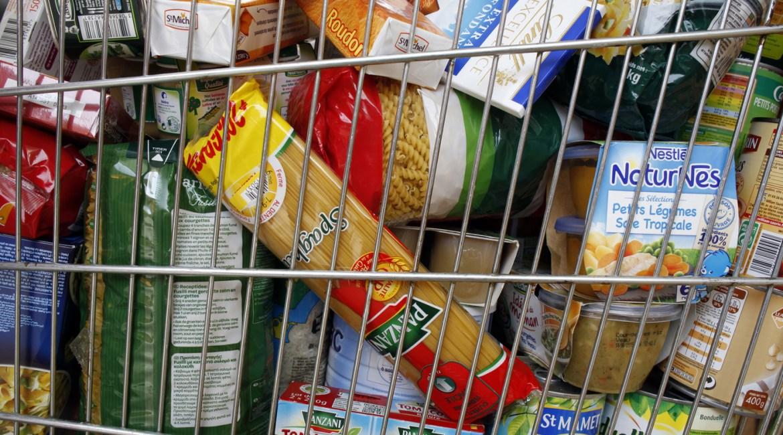 Collecte de denrées alimentaires par les élèves 2 SPVL au Lycée