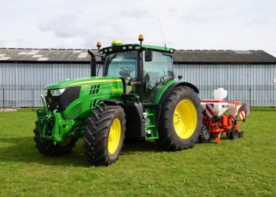 tracteur_Terea6145_john_deere_machineA