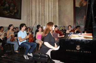 Simone Dinnerstein junto a la Orquesta