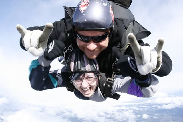 craziest things travelers have ever experienced - Robyn around the world skydiving