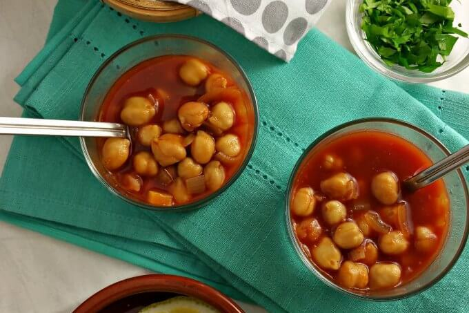 Chickpeas in Spicy Tomato Gravy {#FOTW}