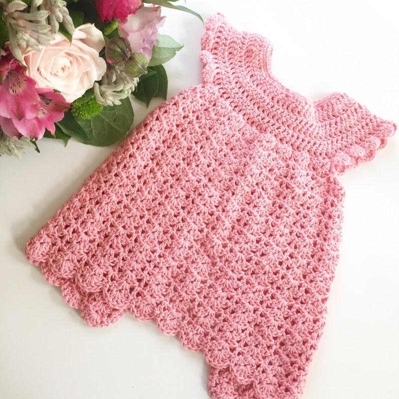 hæklet baby kjole gratis opskrift