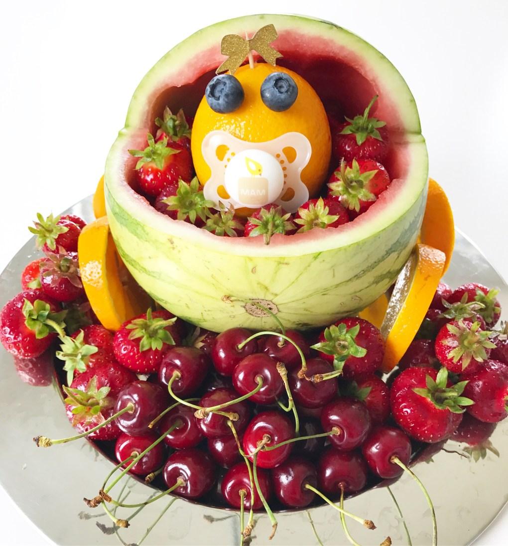 Barnevogn lavet ud af frugt