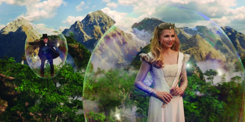 Oz the Great and Powerful James Franco as Oz and Michelle Williams as Glinda flying
