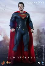 Hot Toys Man of Steel Superman posing