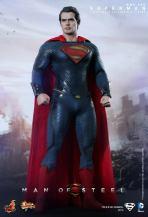 Hot Toys Man of Steel Superman posing