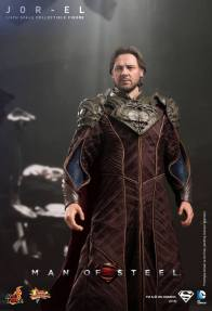 Hot Toys Man of Steel Jor-El standing