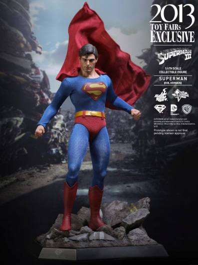 Hot Toys Superman III Evil Superman landing