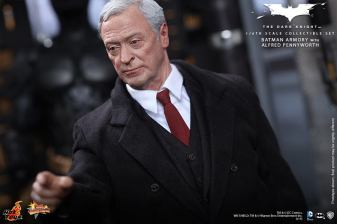 Hot Toys The Dark Knight Batman Armory - Alfred close point