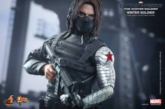 Hot Toys Captain America The Winter Soldier - Winter Soldier masked with gun