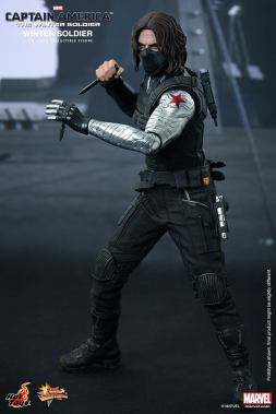 Hot Toys Captain America The Winter Soldier - Winter Soldier with knife