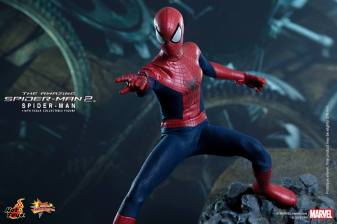 Hot Toys The Amazing Spider-Man 2 - Spidey aiming