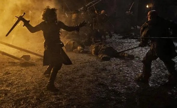 game of thrones episode 9 - the watchers and the wall - jon snow fighting