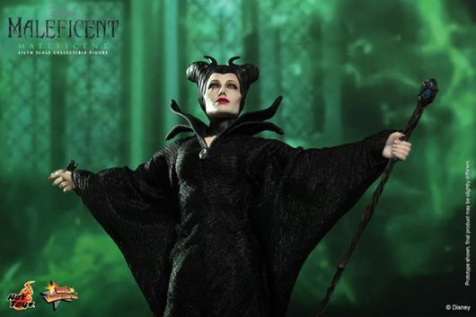 Hot Toys Maleficent arms wide