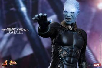 Hot Toys The Amazing Spider-Man 2 - Electro aiming