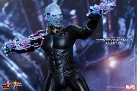 Hot Toys The Amazing Spider-Man 2 - Electro posing lighting bolts