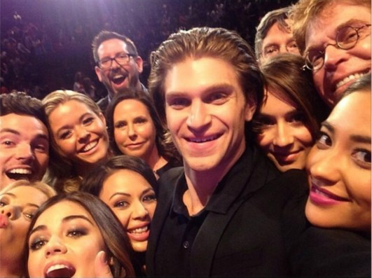 Pretty Little Liars Oscar selfie