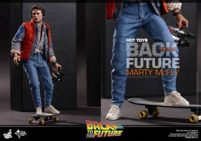 Hot Toys Back to the Future Marty McFly on skateboard and camcorder