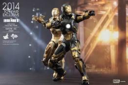 Hot Toys Iron Man Mark XX Python Armor - with Midas armor aiming