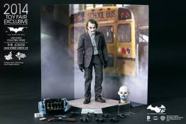 Hot Toys Joker exclusive accessories