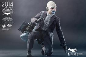 Hot Toys Joker exclusive with mask and duffel bag