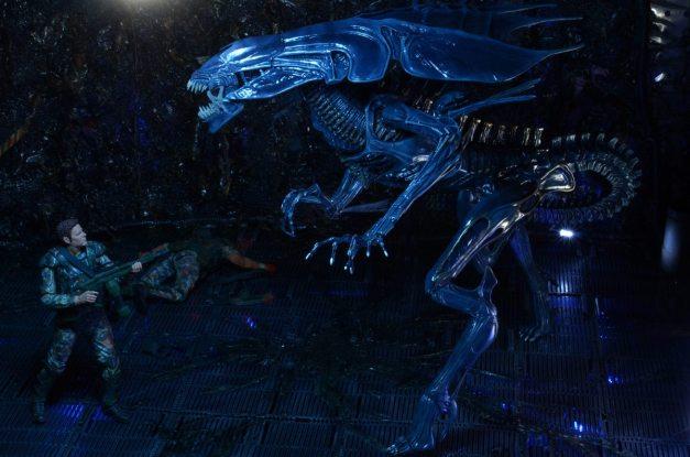 NECA-Alien_Queen figure SCALE with Windrix