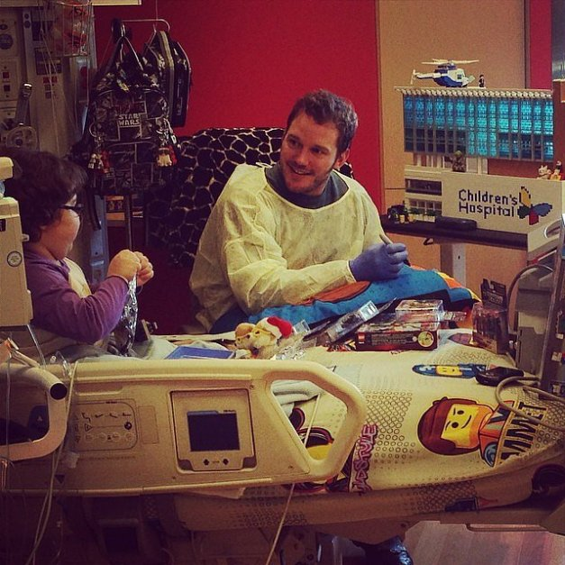 Chris-Pratt-Visiting-Kids-Hospital