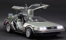 Hot Toys Back to the Future DeLorean wide