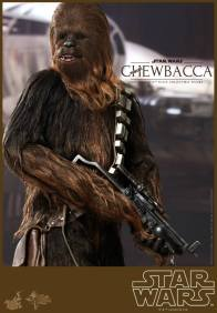 Hot Toys Star Wars Chewbacca - holding bowcaster