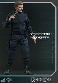 Hot Toys Robocop and Alex Murphy set - Murphy wide shot