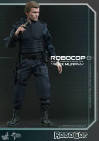 Hot Toys Robocop and Alex Murphy set - Murphy wide shot