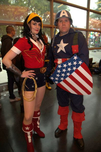 NYCC2014 cosplay - bombshell Wonder Woman and vintage Capt. America