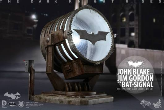 Hot Toys The Dark Knight Rises - Blake and Gordon - bat signal