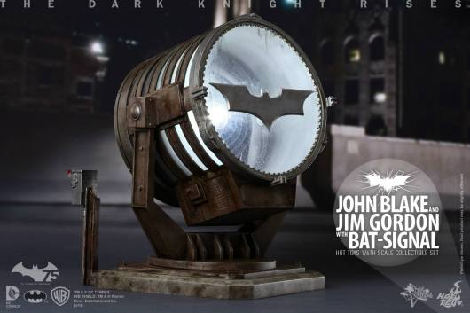 Hot Toys The Dark Knight Rises - Blake and Gordon - bat signal