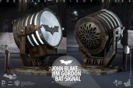 Hot Toys The Dark Knight Rises - Blake and Gordon - batsignal