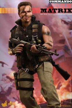 Hot Toys Commando - John Matrix figure - walking with gun