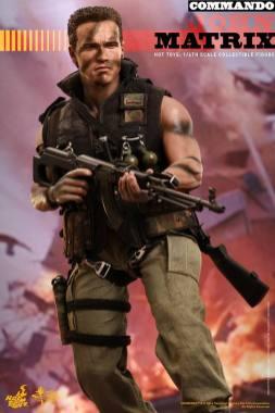 Hot Toys Commando - John Matrix figure - walking with gun