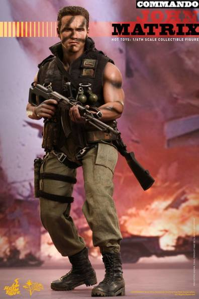 Hot Toys Commando - John Matrix figure - wide gun shot