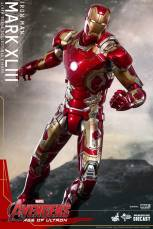 Hot Toys Iron Man Mark XLIII figure - posing