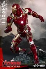 Hot Toys Iron Man Mark XLIII figure - running