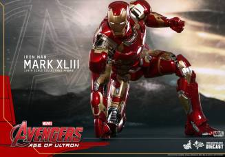 Hot Toys Iron Man Mark XLIII figure - set for lift off